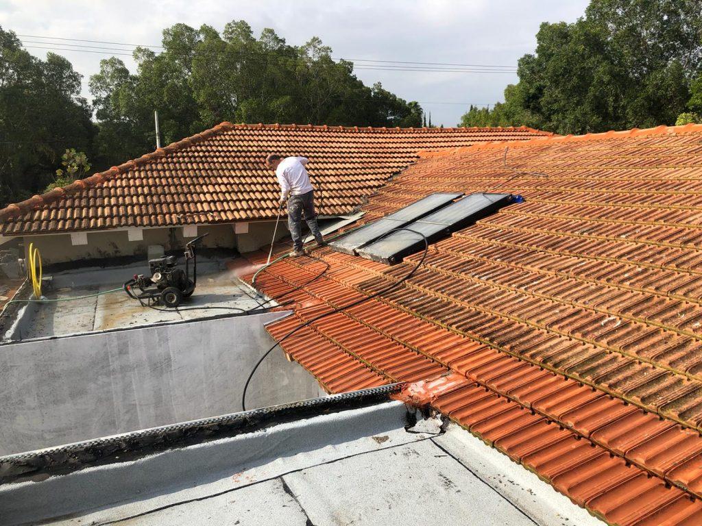תיקון גגות רעפים פתח תקווה